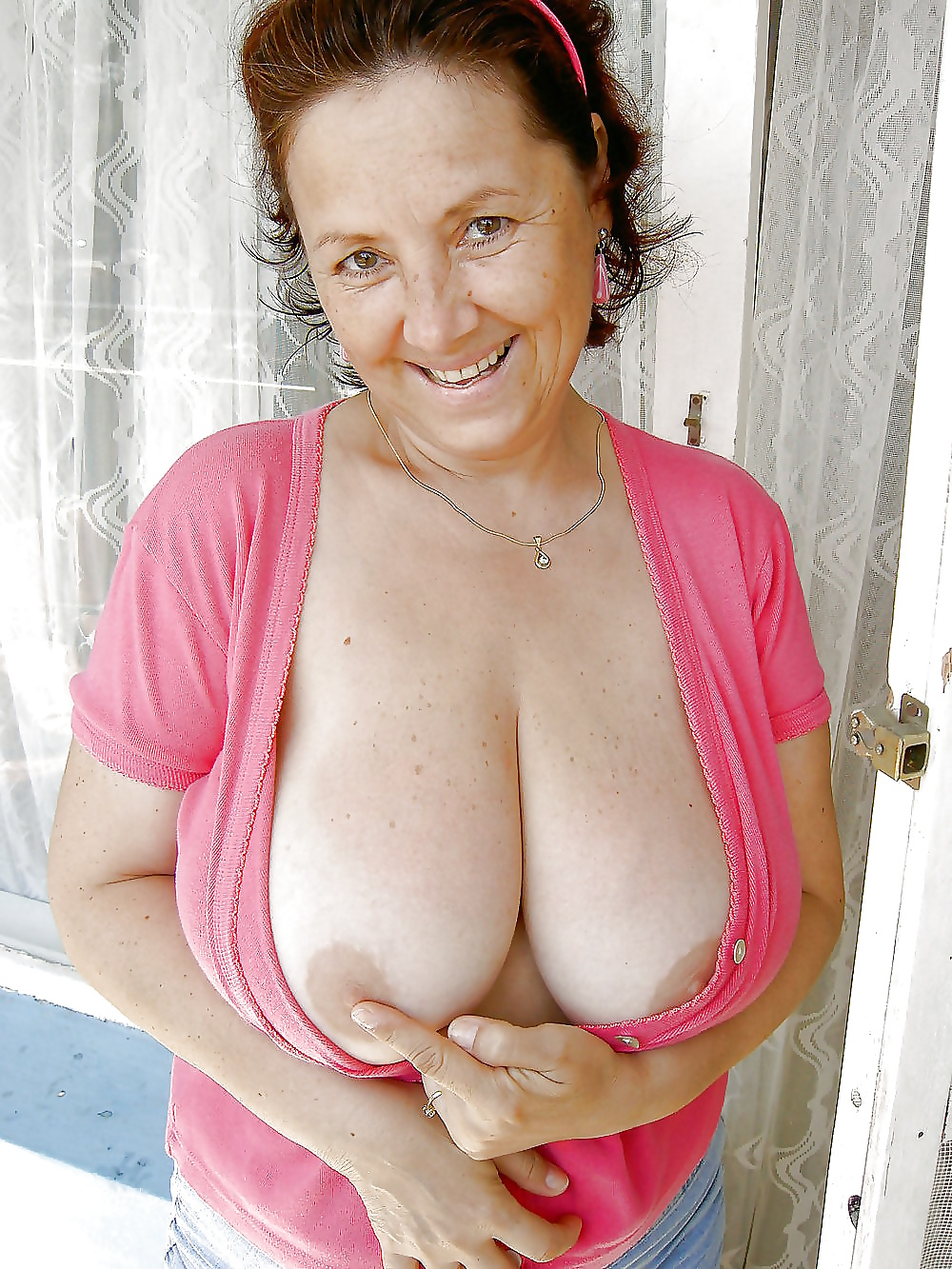 Big tited mature lady shows how its done rm 10