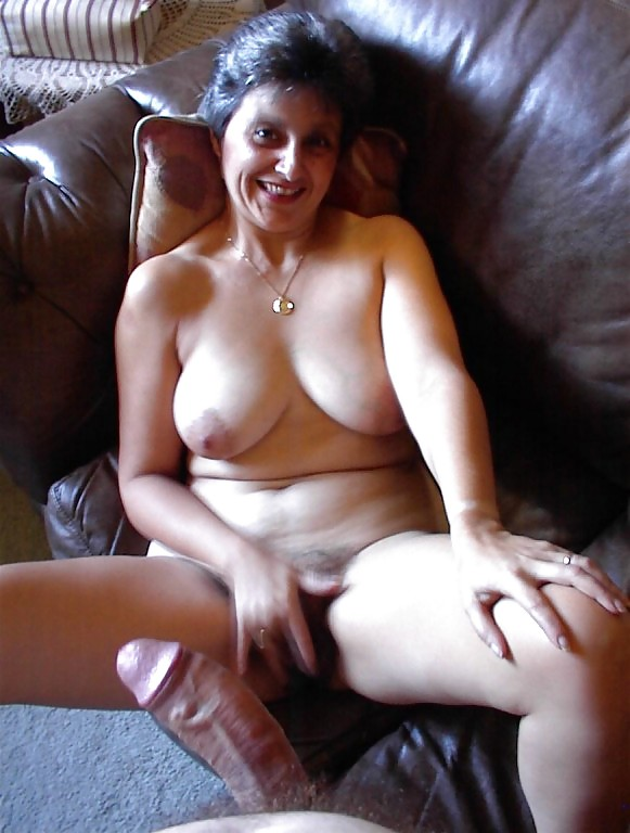 http://maturesonfire.com/gallery/Granny_love_sex_-_2/7.jpg
