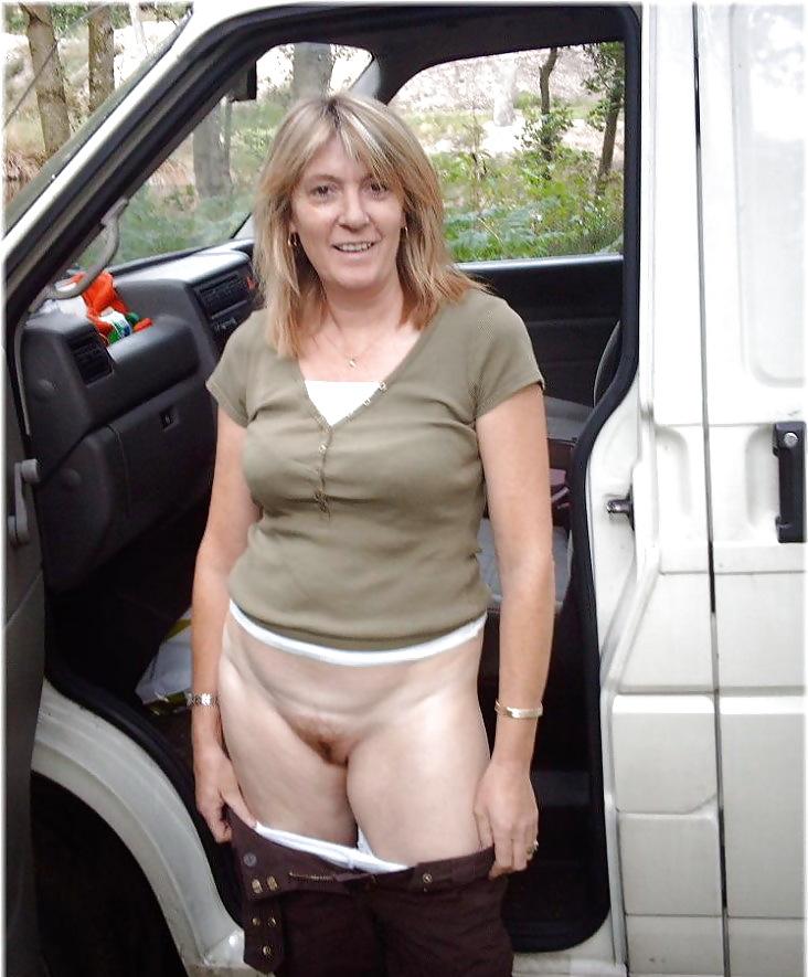 http://maturesonfire.com/gallery/Matures_milf_housewives_66/23.jpg