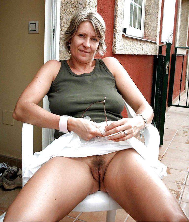 http://maturesonfire.com/gallery/Matures_milf_housewives_66/28.jpg