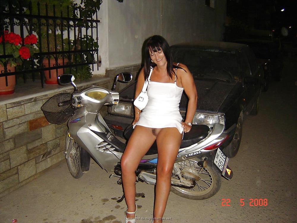 http://maturesonfire.com/gallery/Matures_milf_housewives_66/62.jpg