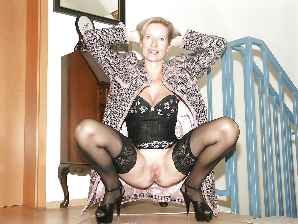 http://maturesonfire.com/gallery/Matures_milf_housewives_66/72.jpg
