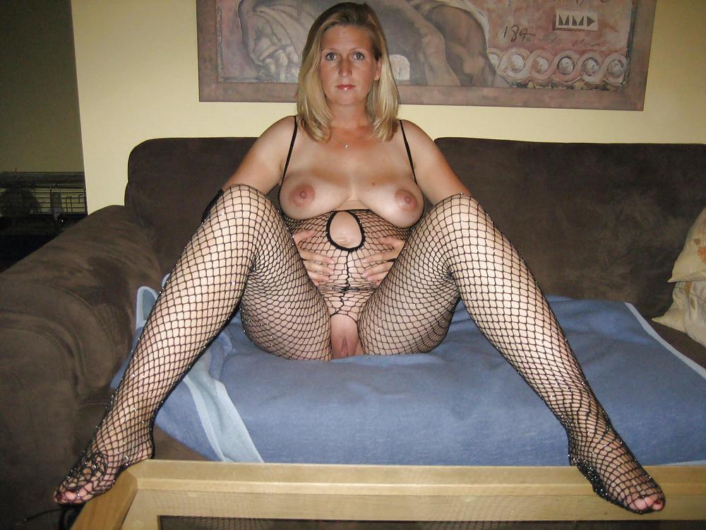 http://maturesonfire.com/gallery/Matures_milf_housewives_66/76.jpg