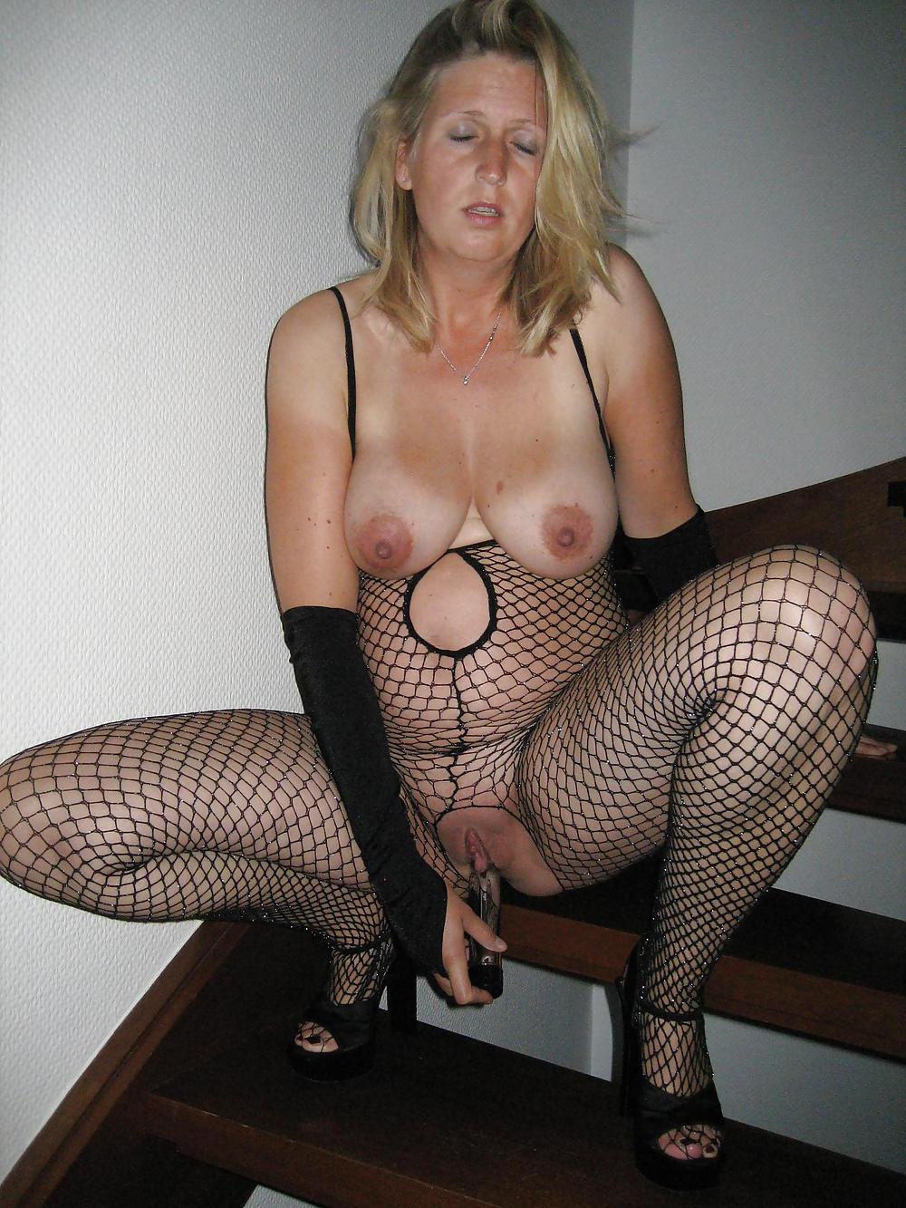 http://maturesonfire.com/gallery/Matures_milf_housewives_66/78.jpg