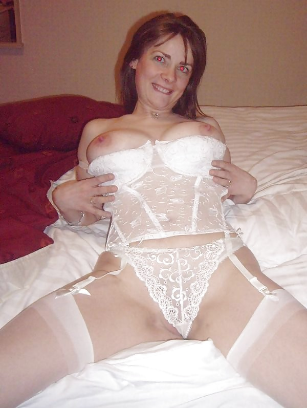 http://maturesonfire.com/gallery/Sexy_Matures_amp_Milfs_All_in_White/21.jpg