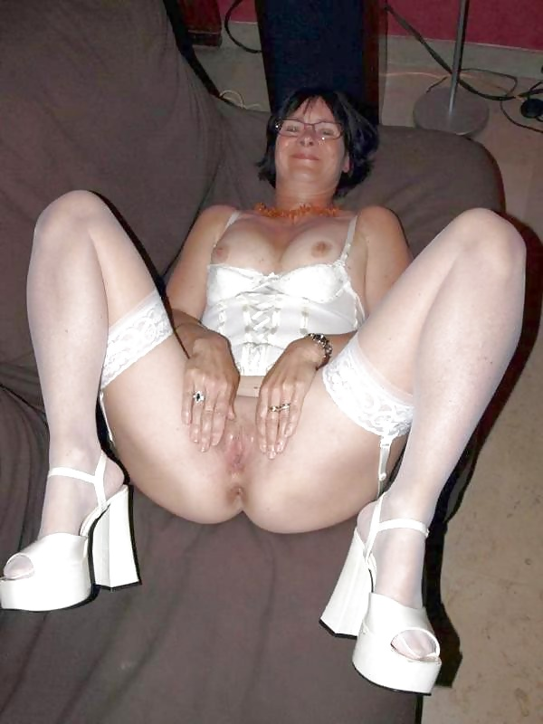 http://maturesonfire.com/gallery/Sexy_Matures_amp_Milfs_All_in_White/28.jpg