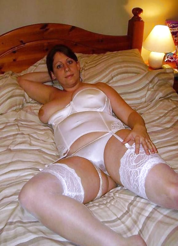 http://maturesonfire.com/gallery/Sexy_Matures_amp_Milfs_All_in_White/33.jpg