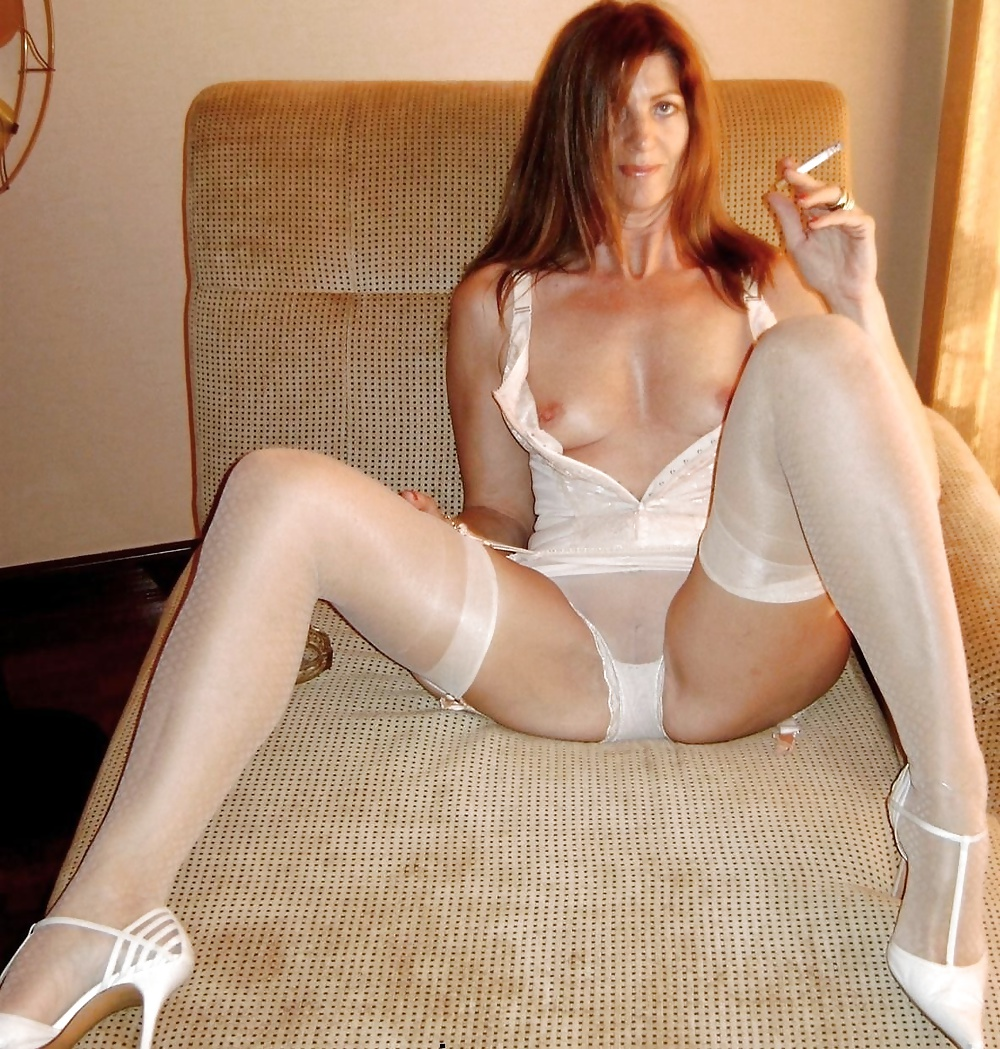 http://maturesonfire.com/gallery/Sexy_Matures_amp_Milfs_All_in_White/35.jpg